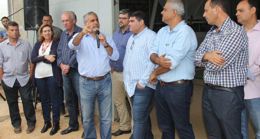 O deputado Christino Áureo participouda inauguração da Fábrica de Ração da Associação de Produtores de Leite de Rosal, distrito de Bom Jesus do Itabapoana.