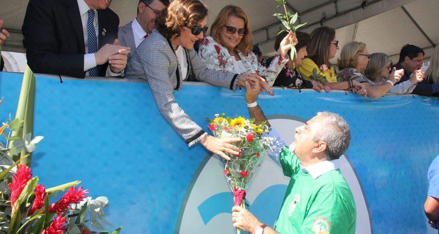 Centenas de pessoas foram as ruas de Nova Friburgo para apreciar o desfile cívico e participar das comemorações dos 200 anos do município.