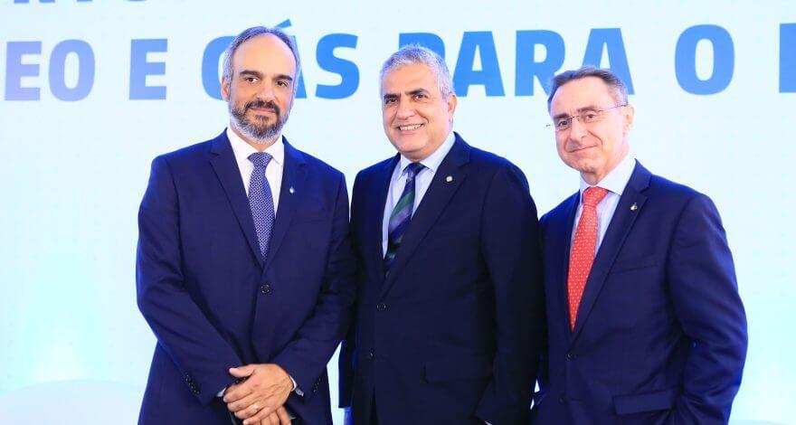 O deputado federal Christino Áureo participou de seminário sobre petróleo em Brasília, promovido pelo Instituto Brasileiro do Petróleo (IBP).